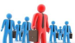 ¿Cómo se determina el nivel de empleo y salarios?